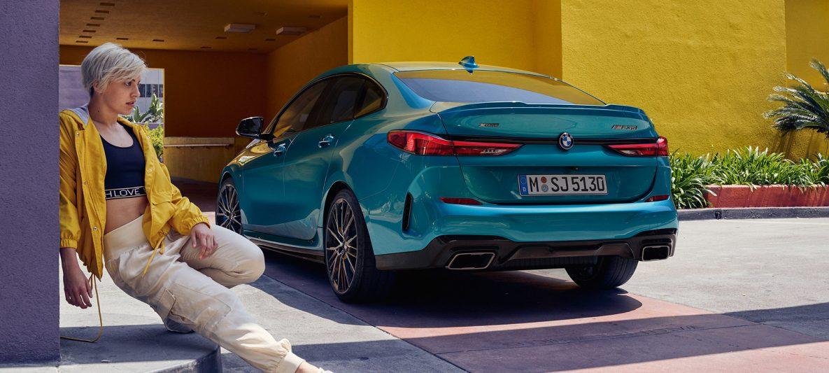 Athletisches Heck BMW 2er Gran Coupé Snapper Rocks Blau metallic F44 Dreiviertel-Seitenansicht